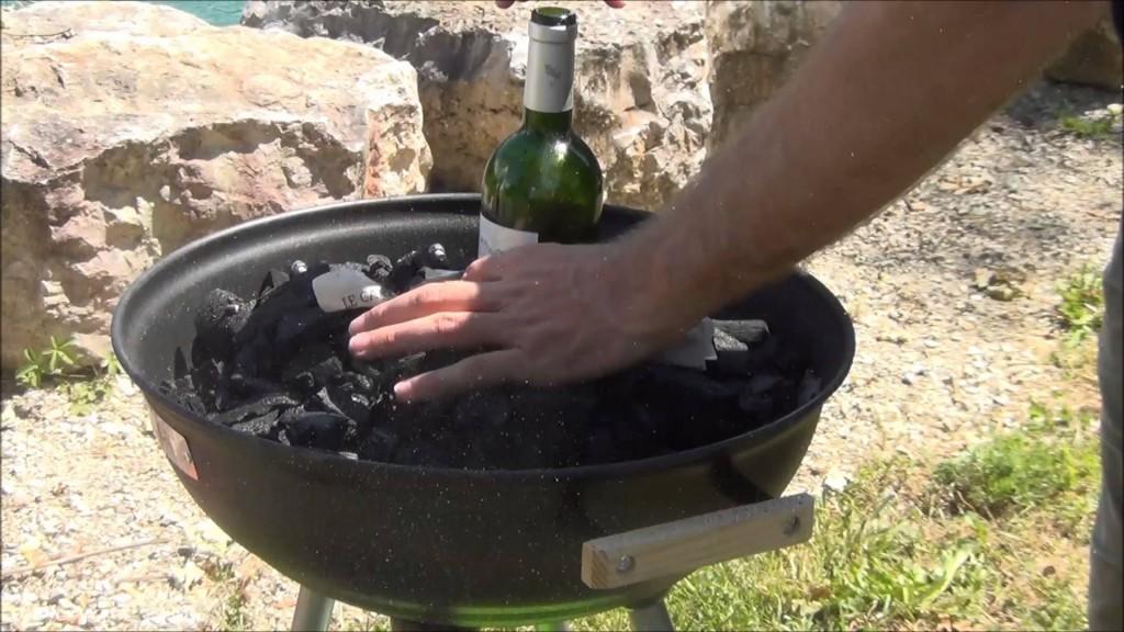 Allumer un barbecue avec une bouteille