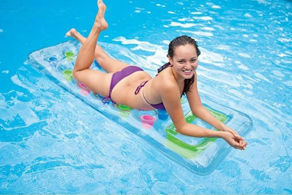 matelas_de_piscine_transparent_intex