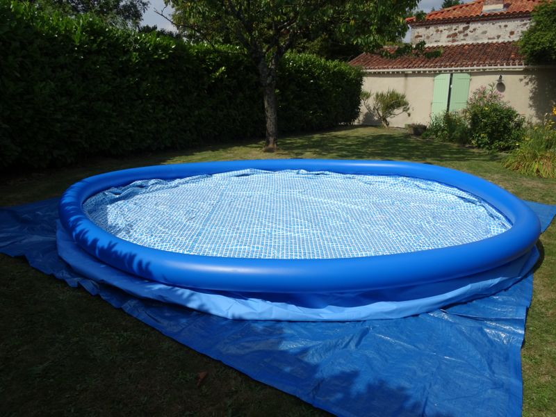 Montage d 39 une piscine intex easy set autoport e for Piscine a boudin
