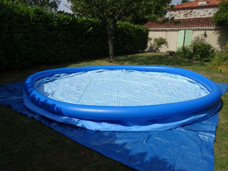 Montage d 39 une piscine intex easy set autoport e for Piscine de jardin gonflable carrefour