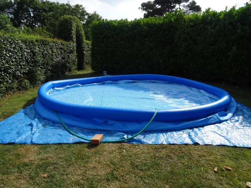 Montage d 39 une piscine intex easy set autoport e for Easy piscine