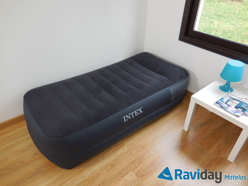 Intex lit gonflable lectrique 2 personnes intex foam top for Intex matelas gonflable electrique