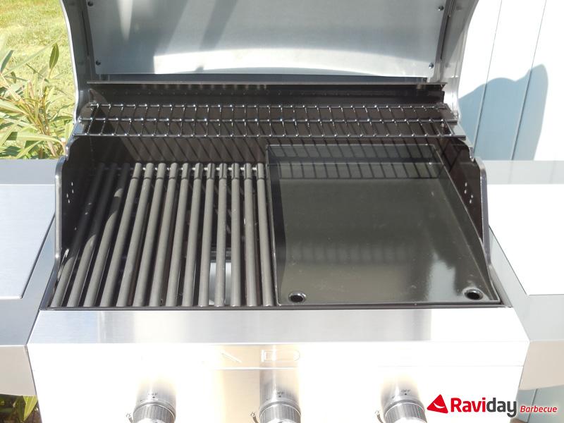 Grille et plancha sur le barbecue à gaz Cadac Entertainer 3