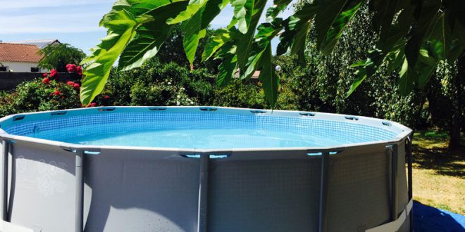 Montage d 39 une piscine tubulaire ronde intex ultra frame for Piscine intex graphite