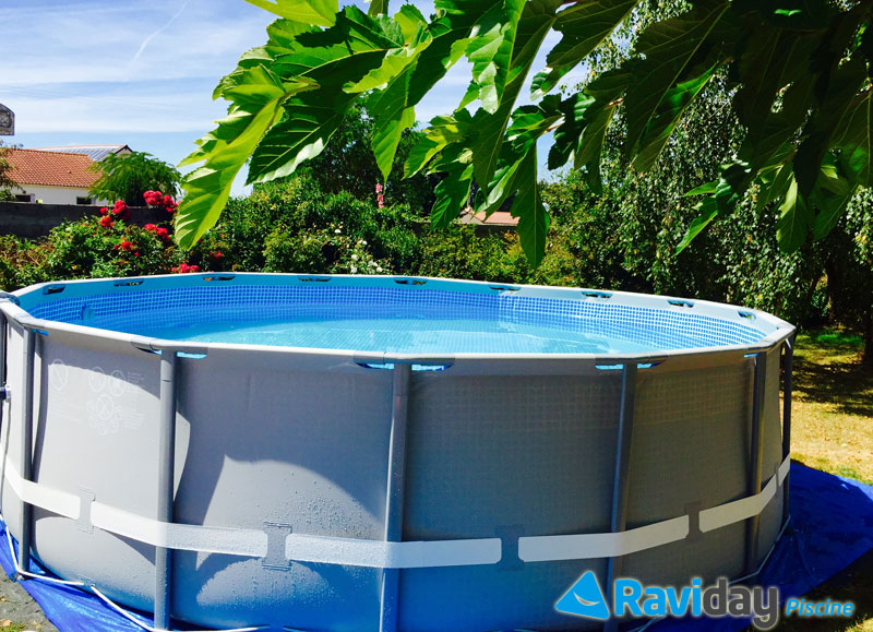 Montage d 39 une piscine tubulaire ronde intex ultra frame for Montage piscine intex