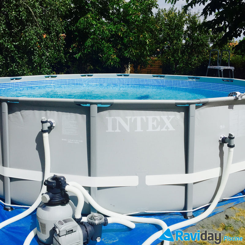 Montage d 39 une piscine tubulaire ronde intex ultra frame for Piscine ronde intex
