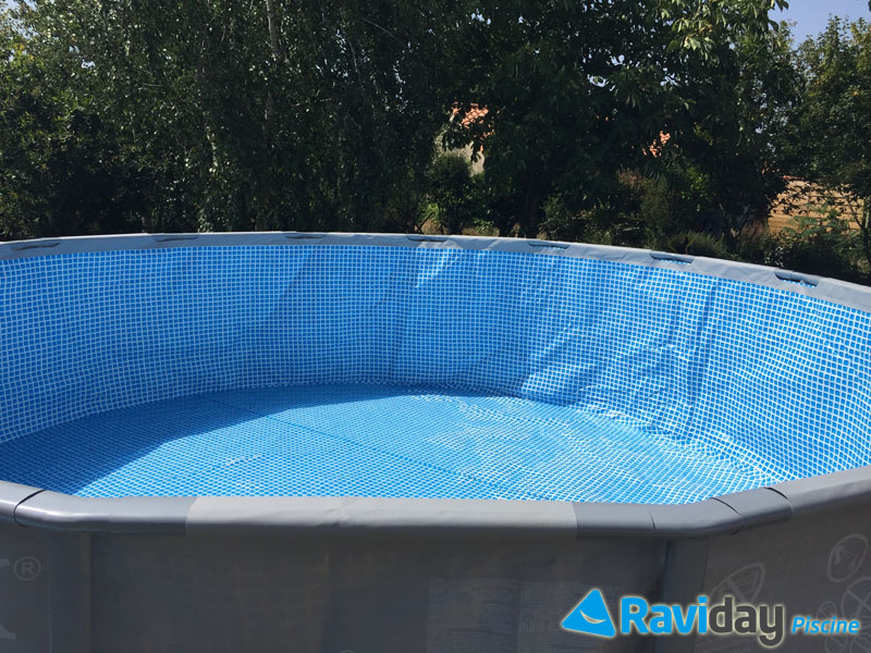 Montage d 39 une piscine tubulaire ronde intex ultra frame for Liner piscine intex