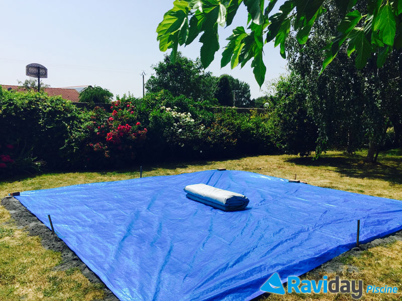 Montage d 39 une piscine tubulaire ronde intex ultra frame blog de raviday - Tapis de sol piscine intex ...