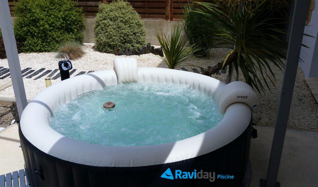 Raviday Piscine présente les conseils d'entretien d'un spa gonflable