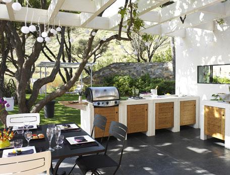 id es d 39 inspiration pour int grer un barbecue ou une plancha sur sa terrasse blog de raviday. Black Bedroom Furniture Sets. Home Design Ideas