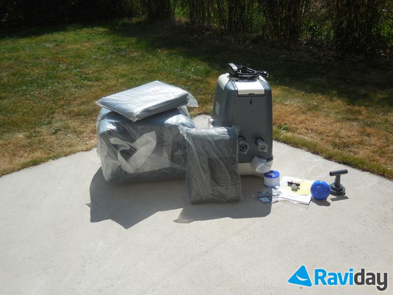 Comme à son habitude, Bestway est généreux sur les accessoires : tapis de sol, couverture, 2 filtres, diffuseur, etc