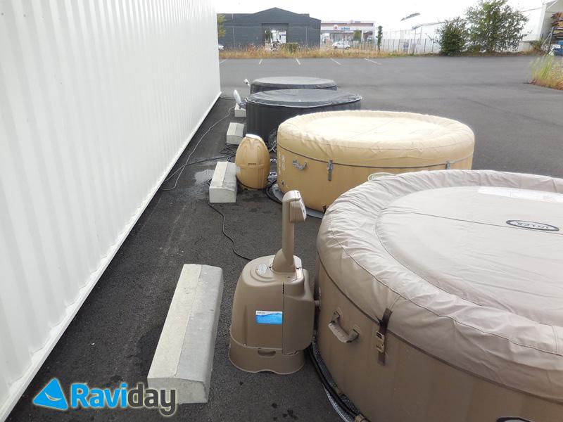 Les spas gonflables avec moteur intégré à la cuve sont moins encombrants