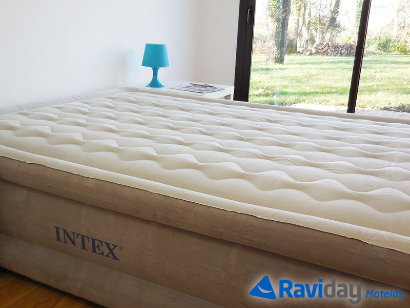 matelas-electrique-gonflable-2-places-intex-ultra-plush-fiber-tech-64458-detail-matiere