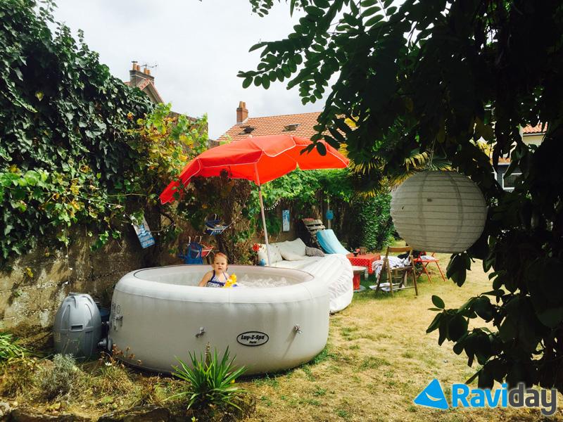 Le Spa Bestway Paris est l'un des rares spas gonflables de couleur blanche, il s'intégrera aussi bien sur une terrasse que dans un jardin