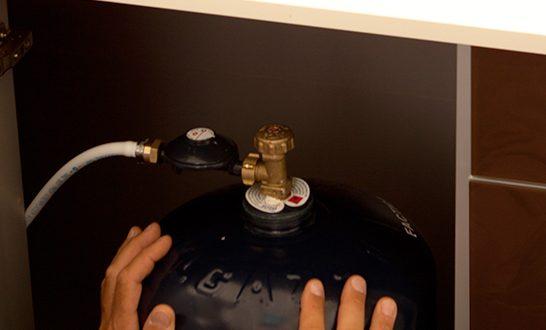 comment changer une bonbonne de gaz cheap la bouteille de gaz butane kg with comment changer. Black Bedroom Furniture Sets. Home Design Ideas