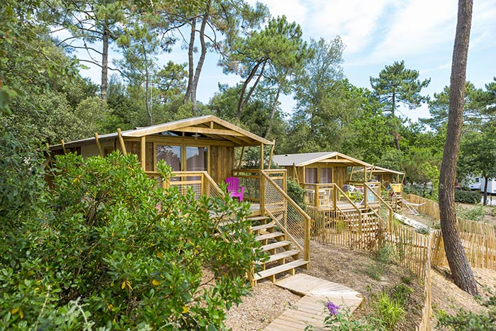 Sweet-Flower-Camping-Des-Pins-Lodges-1