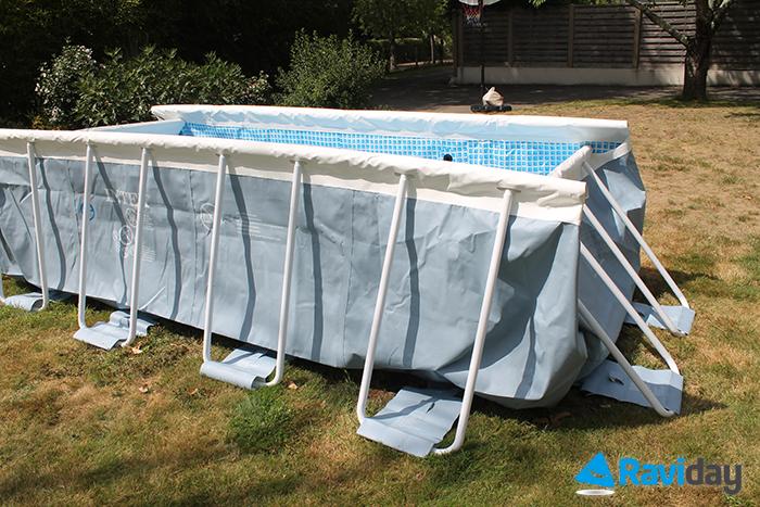 Montage de la piscine tubulaire intex prism frame 4 x 2 x for Pied piscine intex