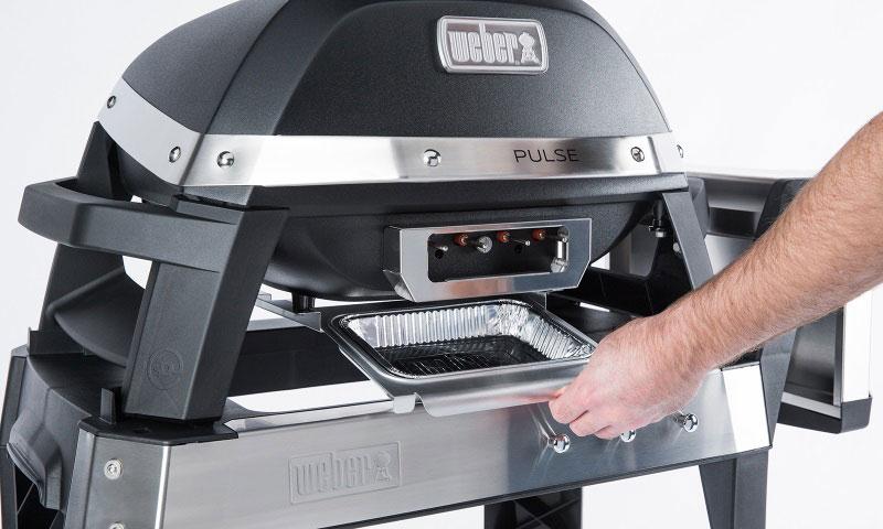 Récupérateur de graisse sur le barbecue électrique Weber Pulse