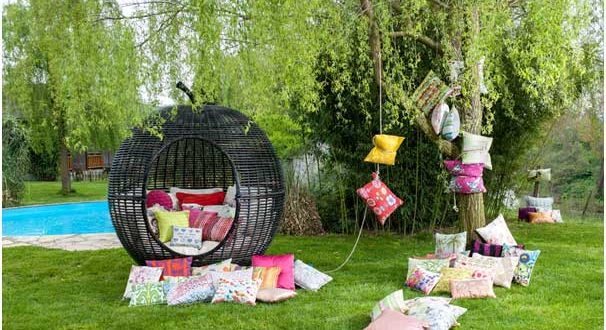 Maintenance of your green areas and your garden furniture sets in autumn