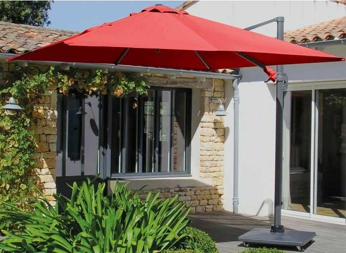 Parasol déporté rouge sur raviday-jardin.com