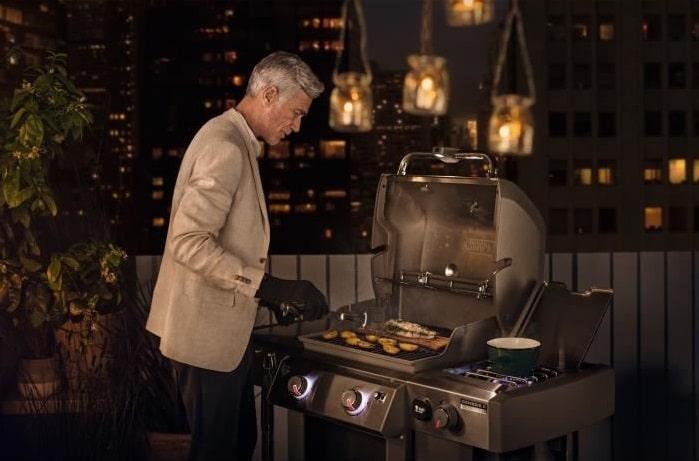 Utilisation du Barbecue Weber Genesis LX E-240 dans le noir