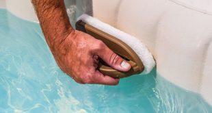Nettoyage des parois du spa gonflable