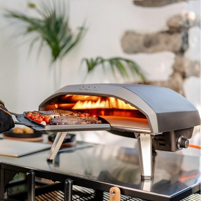 Ooni Koda 16, un grand four à pizza au gaz