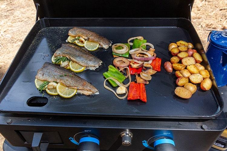 Cuisine sur plancha Pit Boss Ultimate