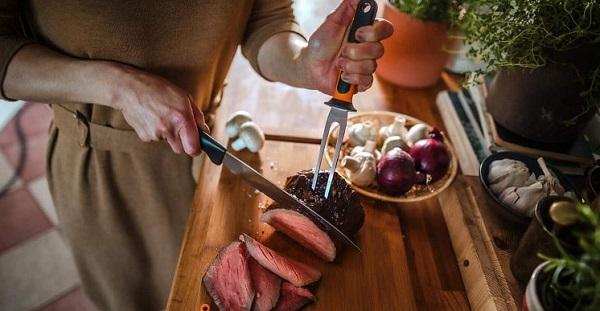 Couteau à découper et fourchette