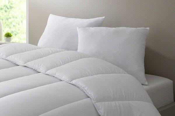 marque bleu c lin couettes et oreillers. Black Bedroom Furniture Sets. Home Design Ideas